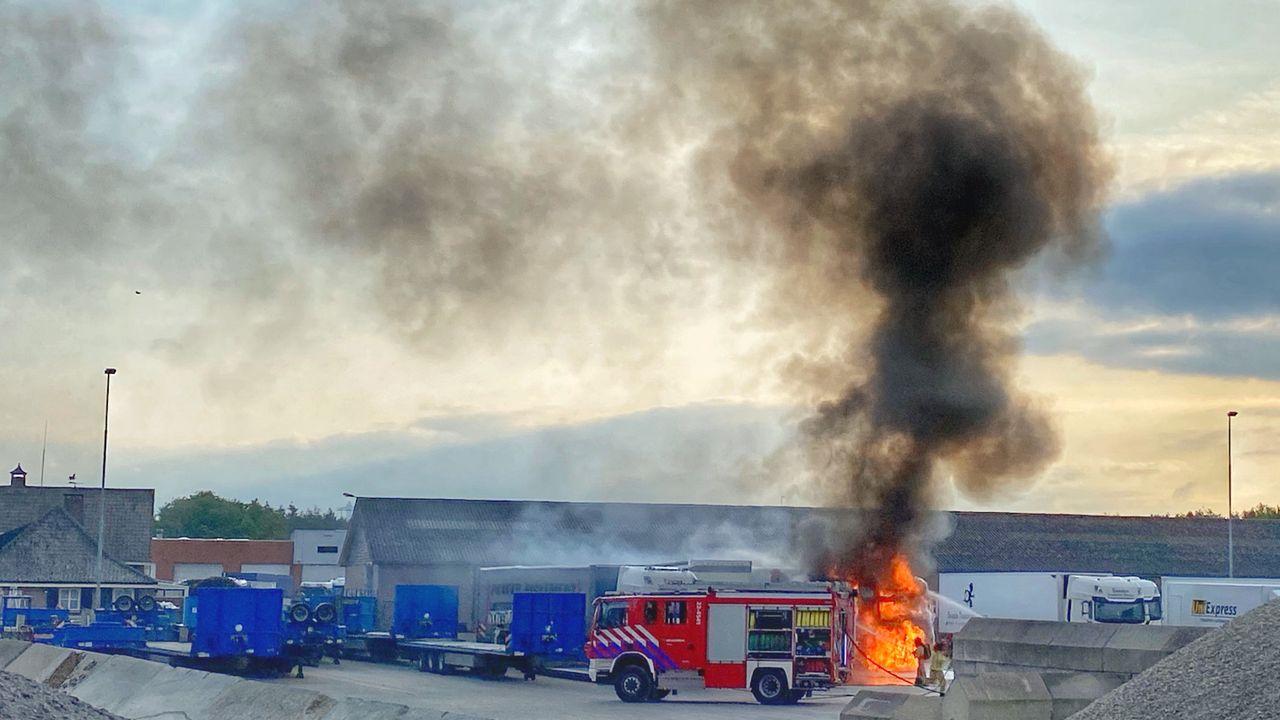 Vrachtwagen uitgebrand in Veldhoven