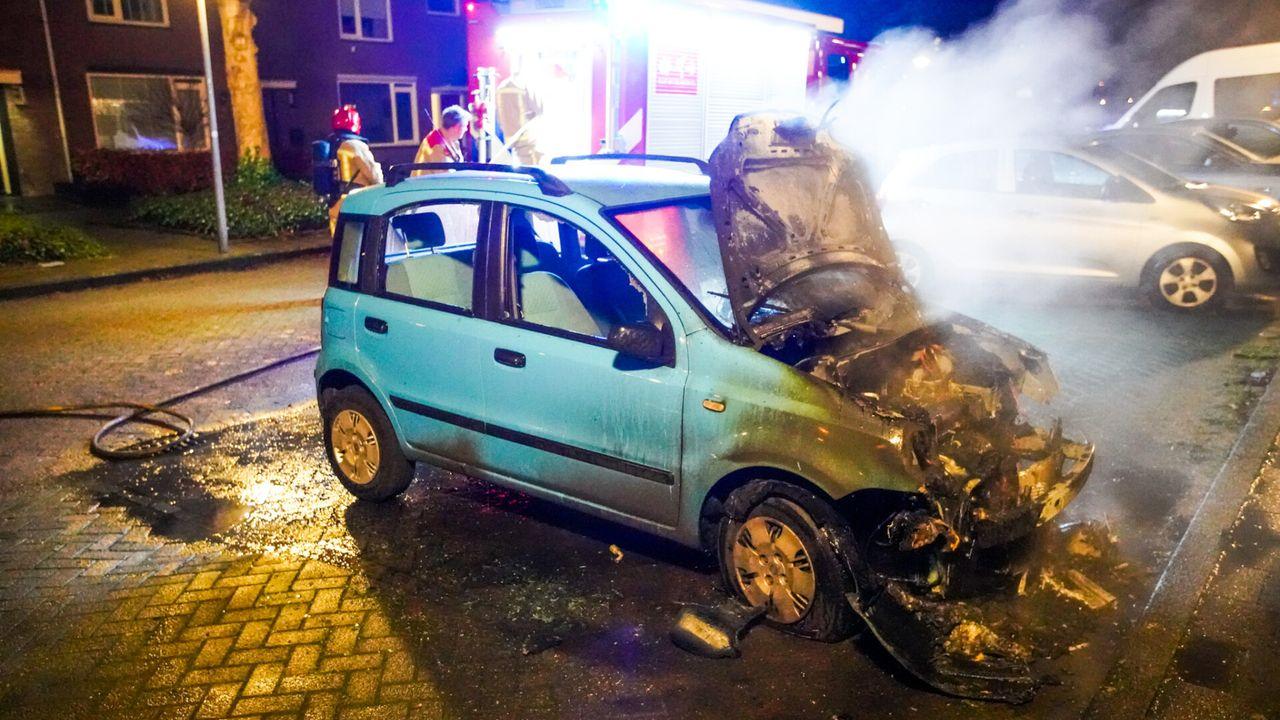Auto in brand gestoken aan de Vroenhof Eindhoven