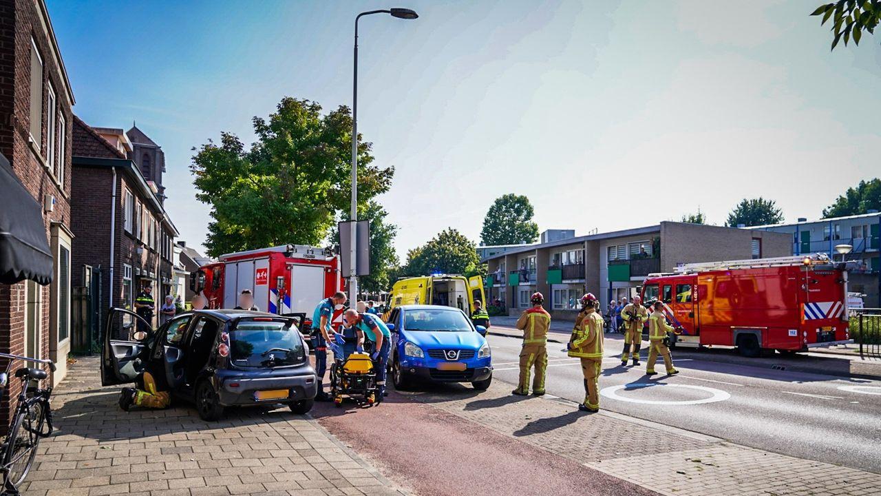 Twee gewonden bij aanrijding op 't Hofke