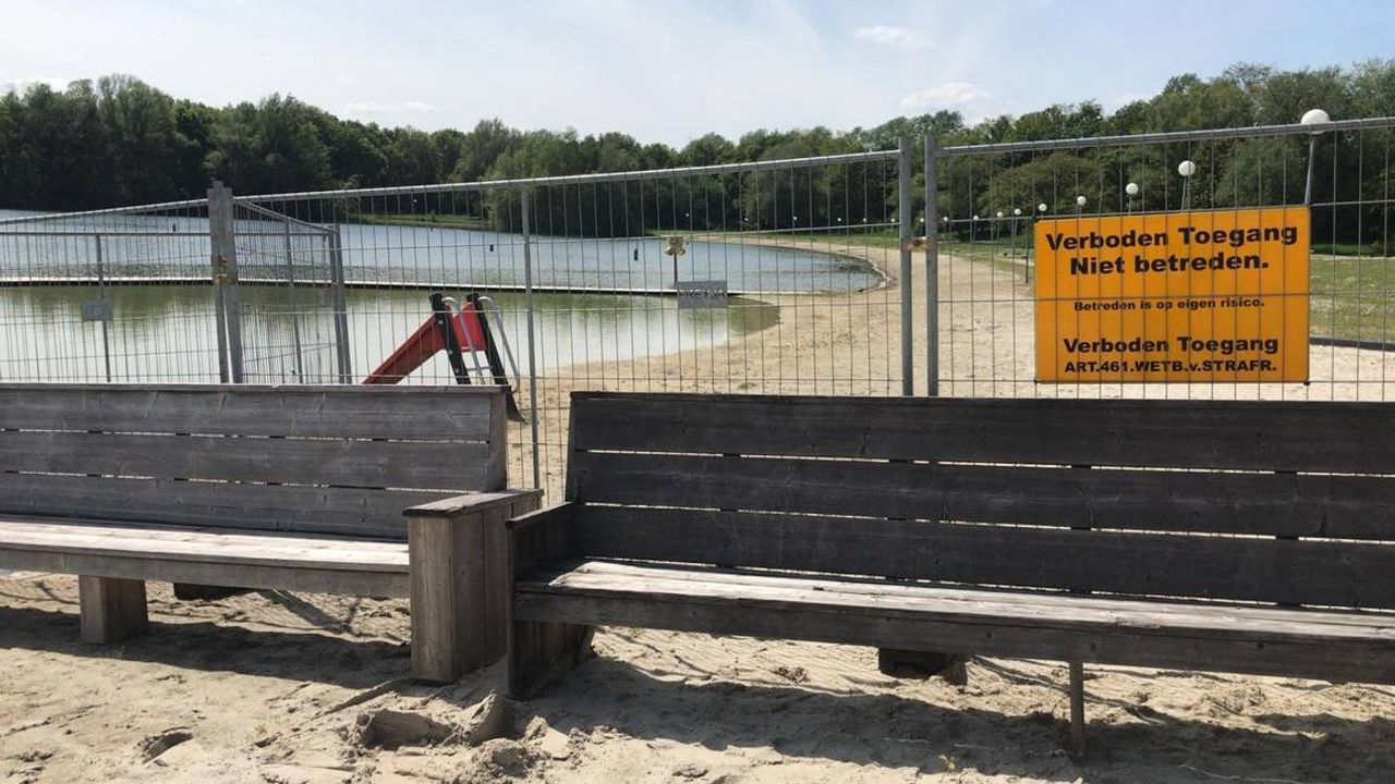 Gemeente zet hekken om strandbad Nuenen: 'We willen ongelukken voorkomen'