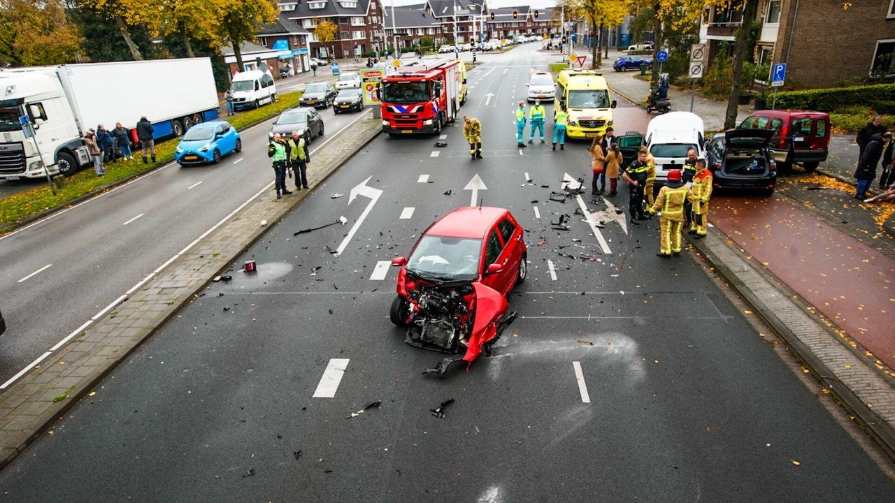 Vijf auto's betrokken bij ongeval in Eindhoven