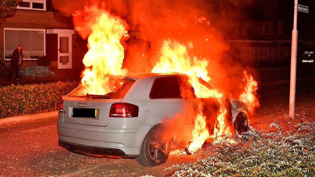 Auto gaat in vlammen op in Valkenswaard