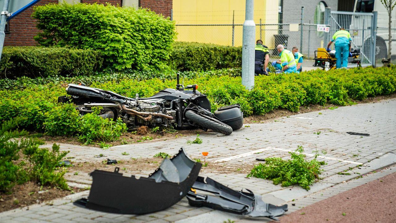 Motorrijder ernstig gewond door botsing met bestelbus in Eindhoven