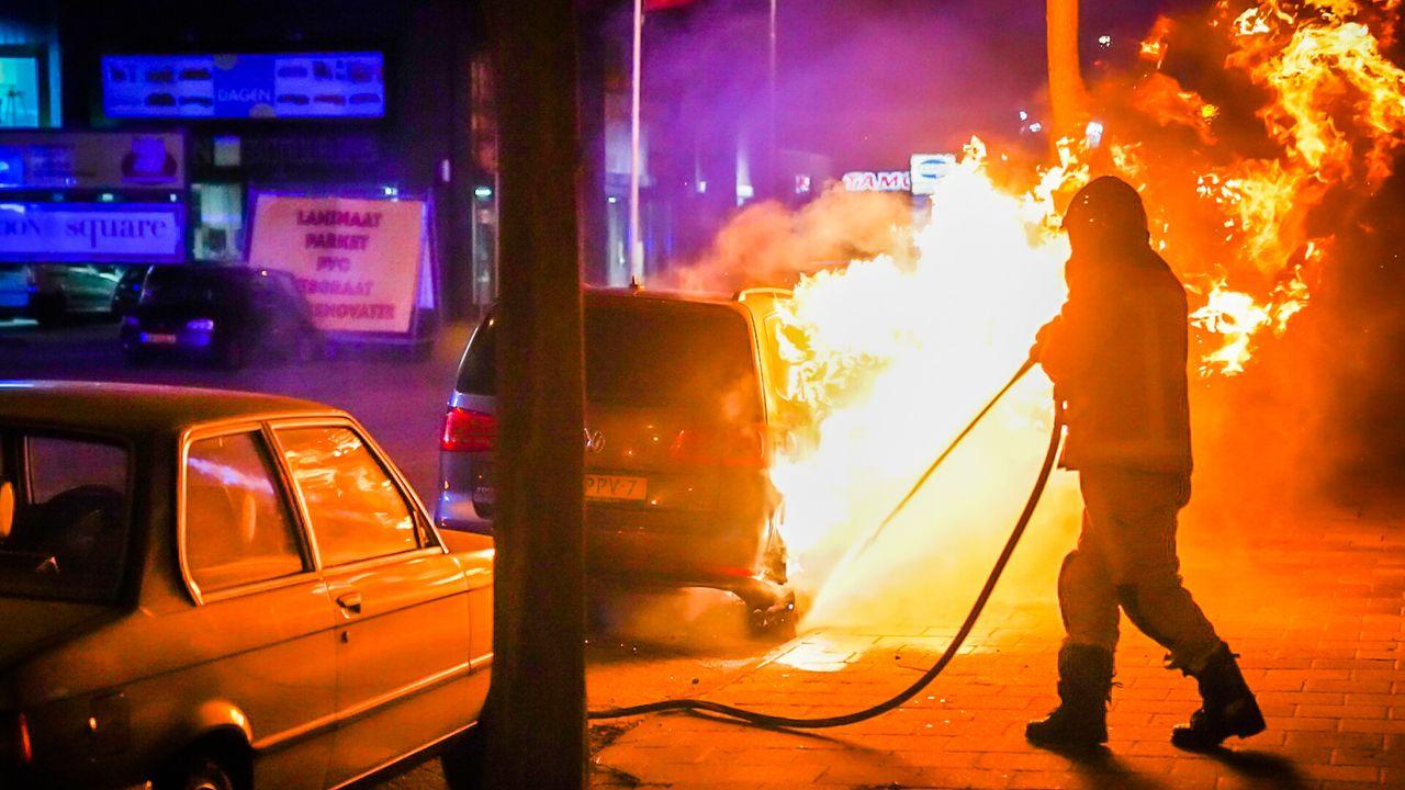 Auto brandt uit in Eindhovense buurt De Laak