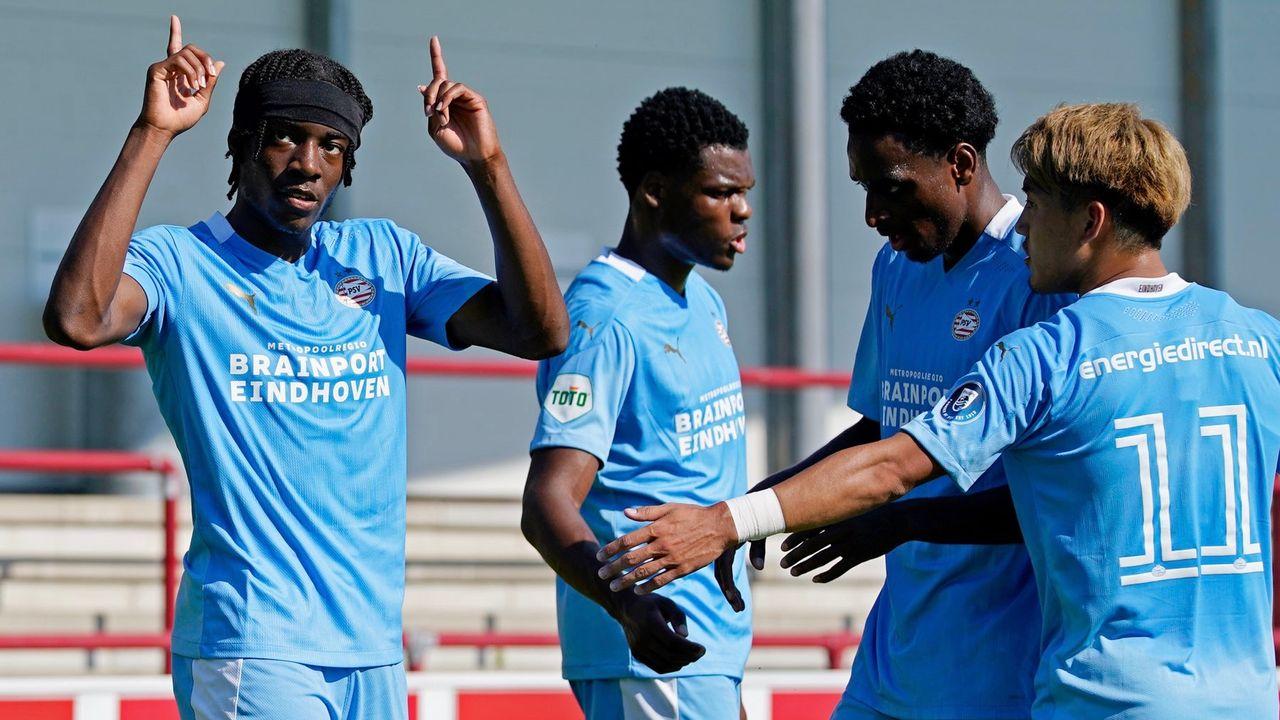 Hoofdrol voor Noni Madueke bij overwinning PSV
