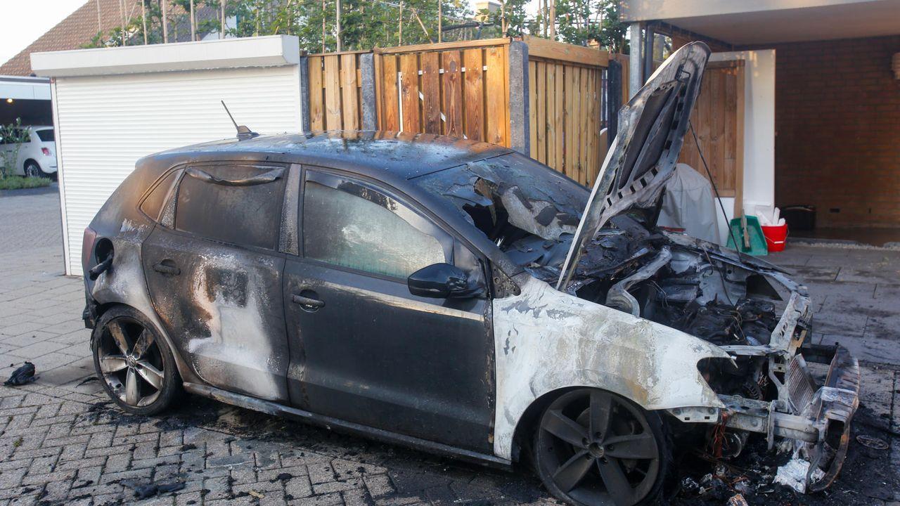 Auto uitgebrand in Achtse Barrier