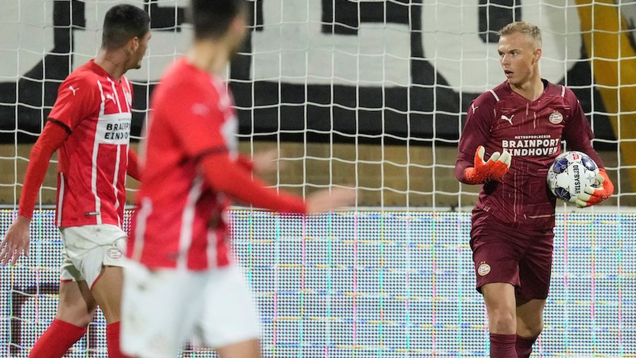 Sealy redt Jong PSV met late treffer tegen Roda JC