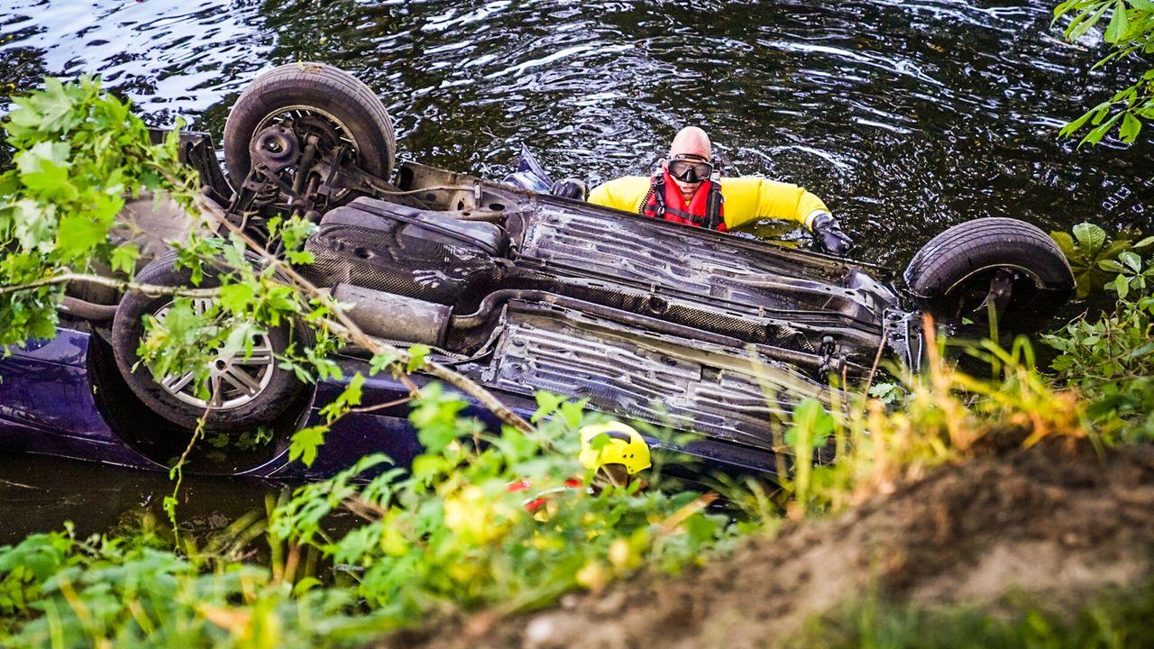 Auto gedumpt in kanaal Mierlo