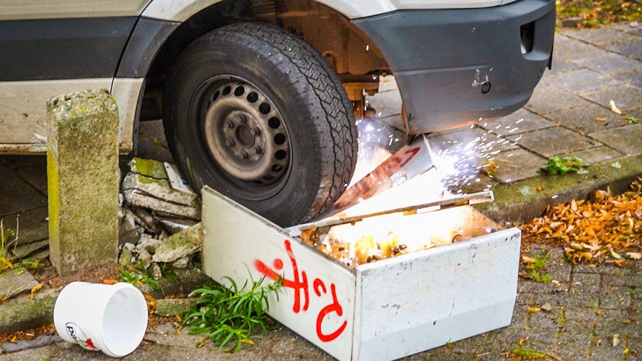 Pakketbezorger ramt stroomkast, 120 huishoudens zonder stroom