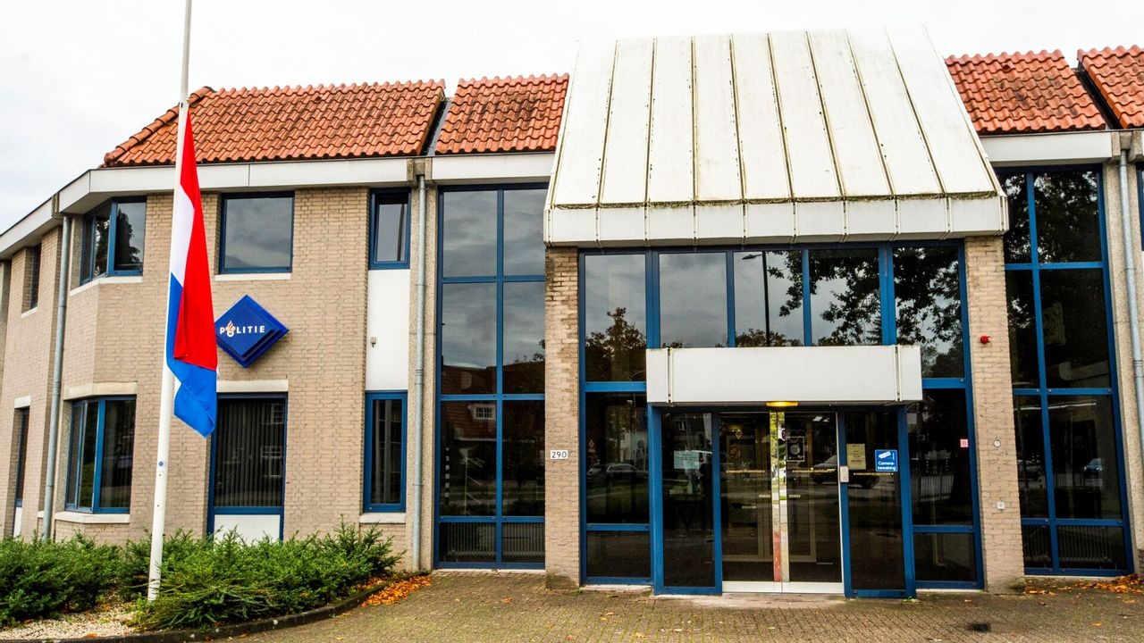 Vlag politiebureau Eindhoven halfstok vanwege omgekomen agent