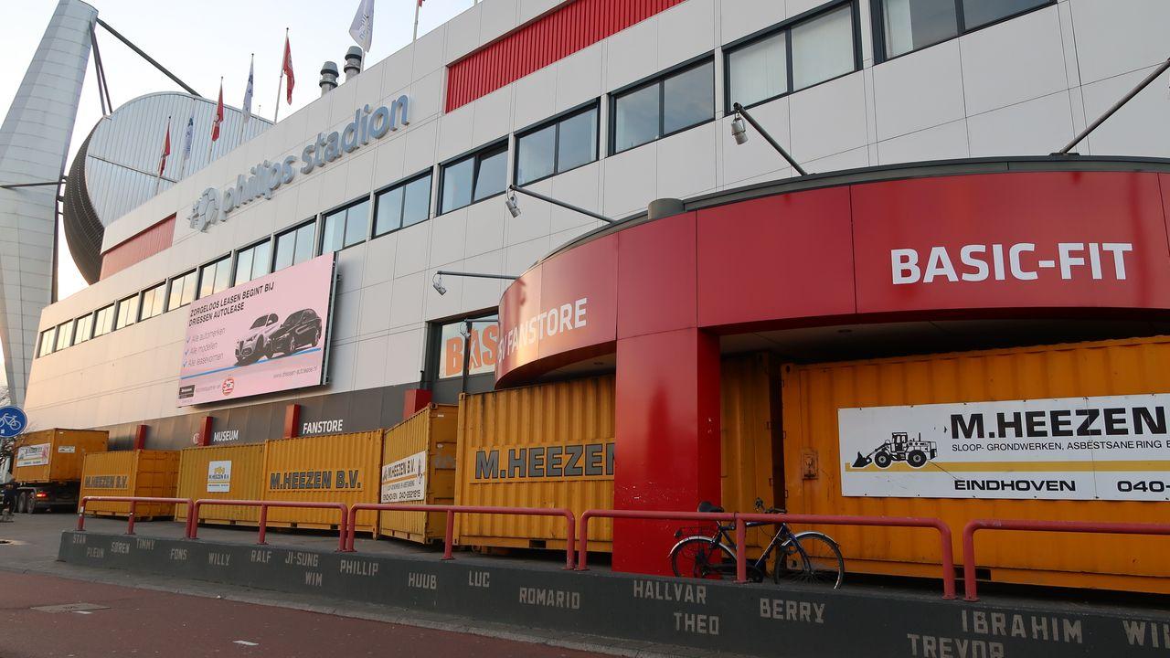 PSV barricadeert fanshop: 'signalen dat het een doelwit is'