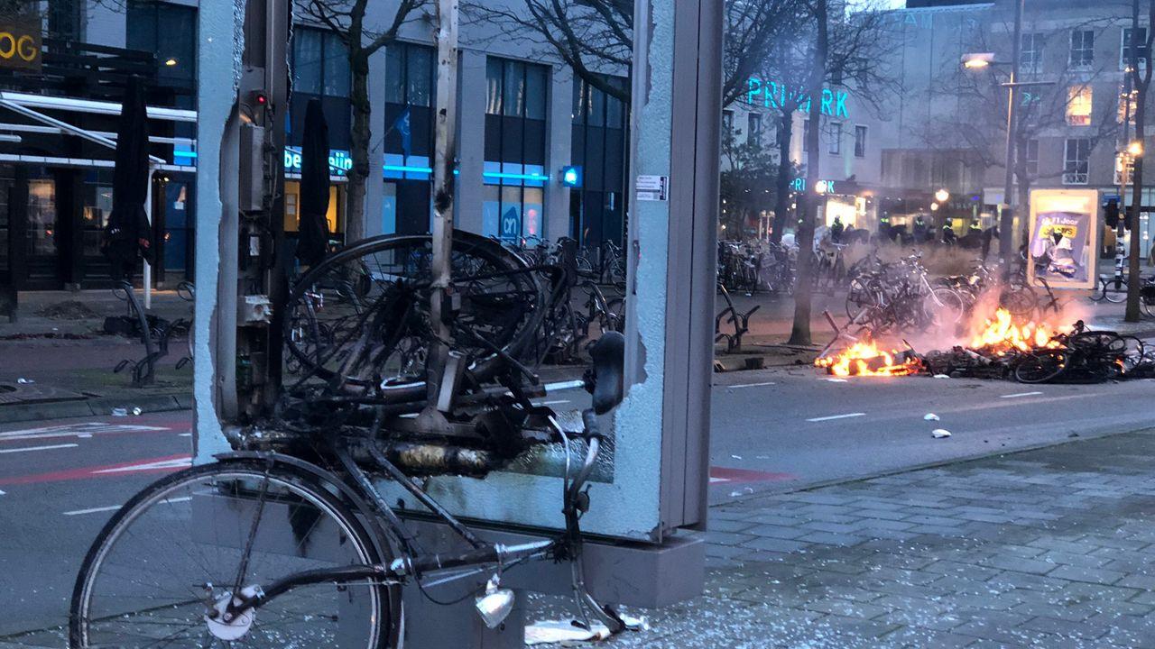 Eindhoven doet aangifte van vandalisme bij rellen