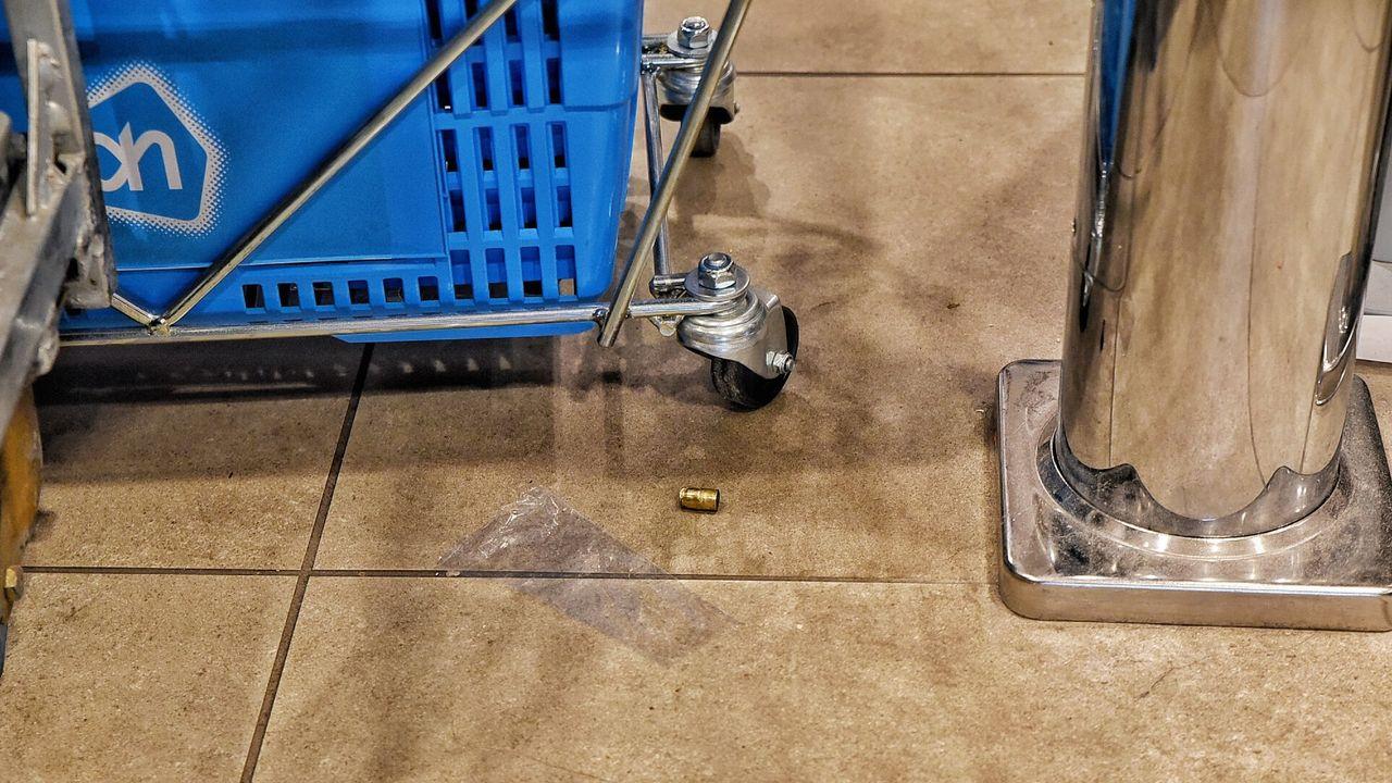 Schot gelost bij overval op supermarkt, Eindhovenaar (18) aangehouden
