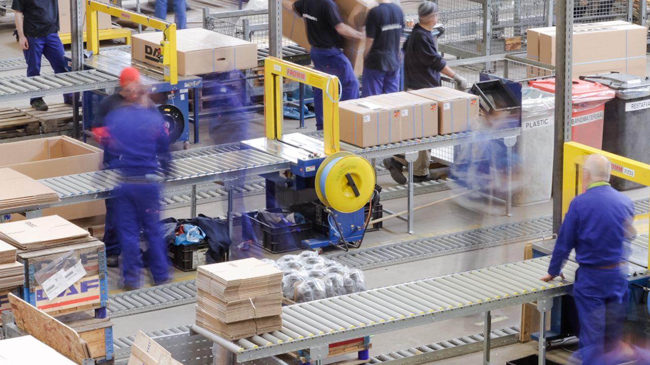 DAF verlaagt opnieuw productie, veel uitzendkrachten op straat