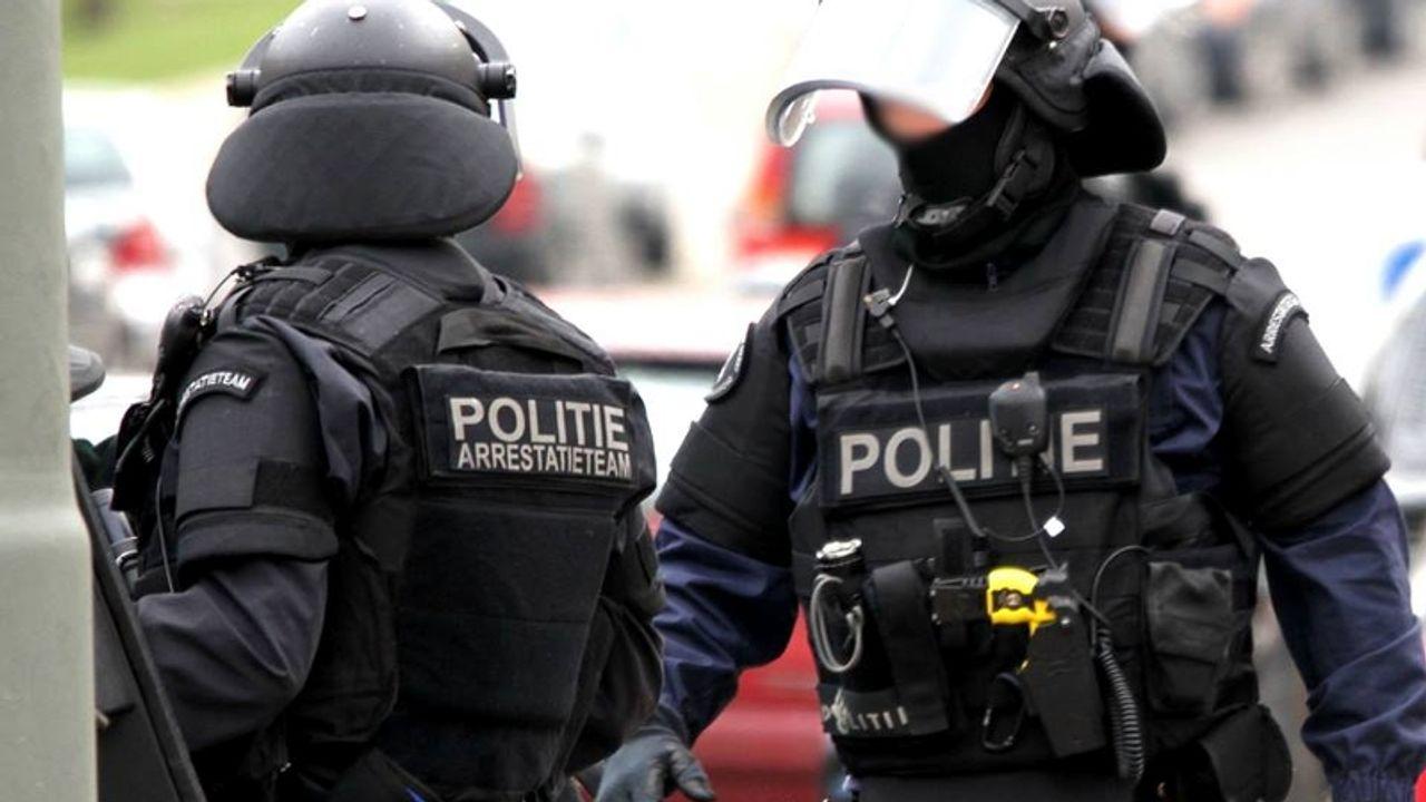 Man (18) met groot aantal vuurwapens aangehouden