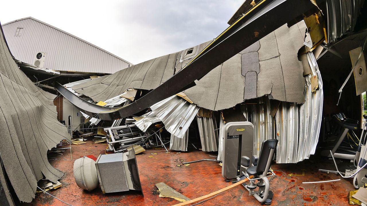 Deel van dak sportcentrum Valkencourt ingestort na hevige regenbui