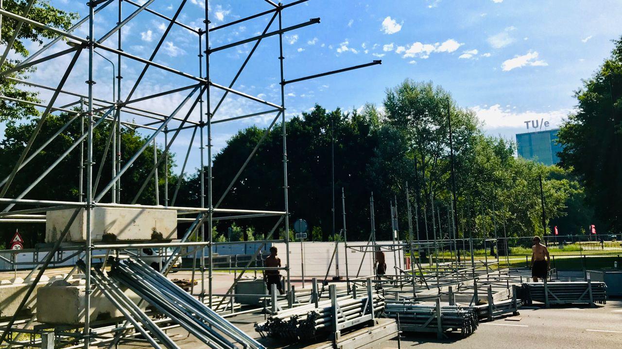 De opbouw is begonnen, Park Hilaria staat in de steigers