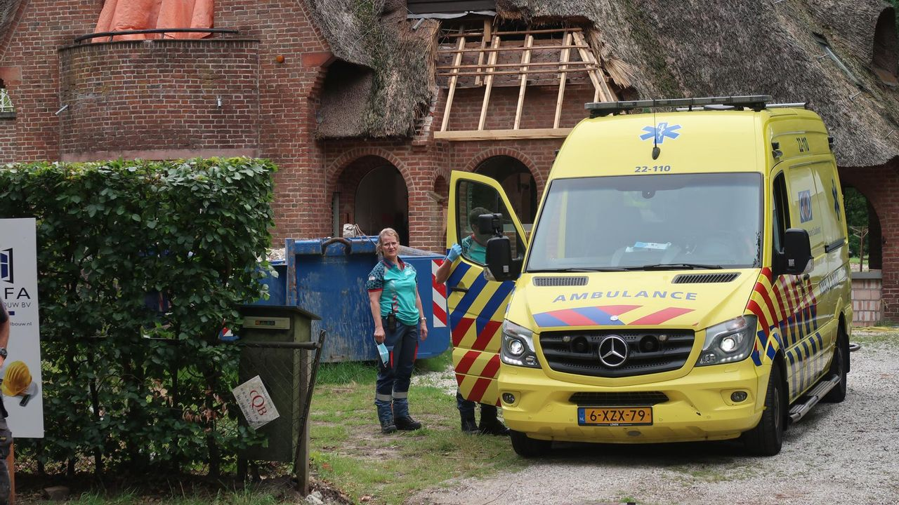 Bouwvakker naar ziekenhuis na val van steiger in Waalre