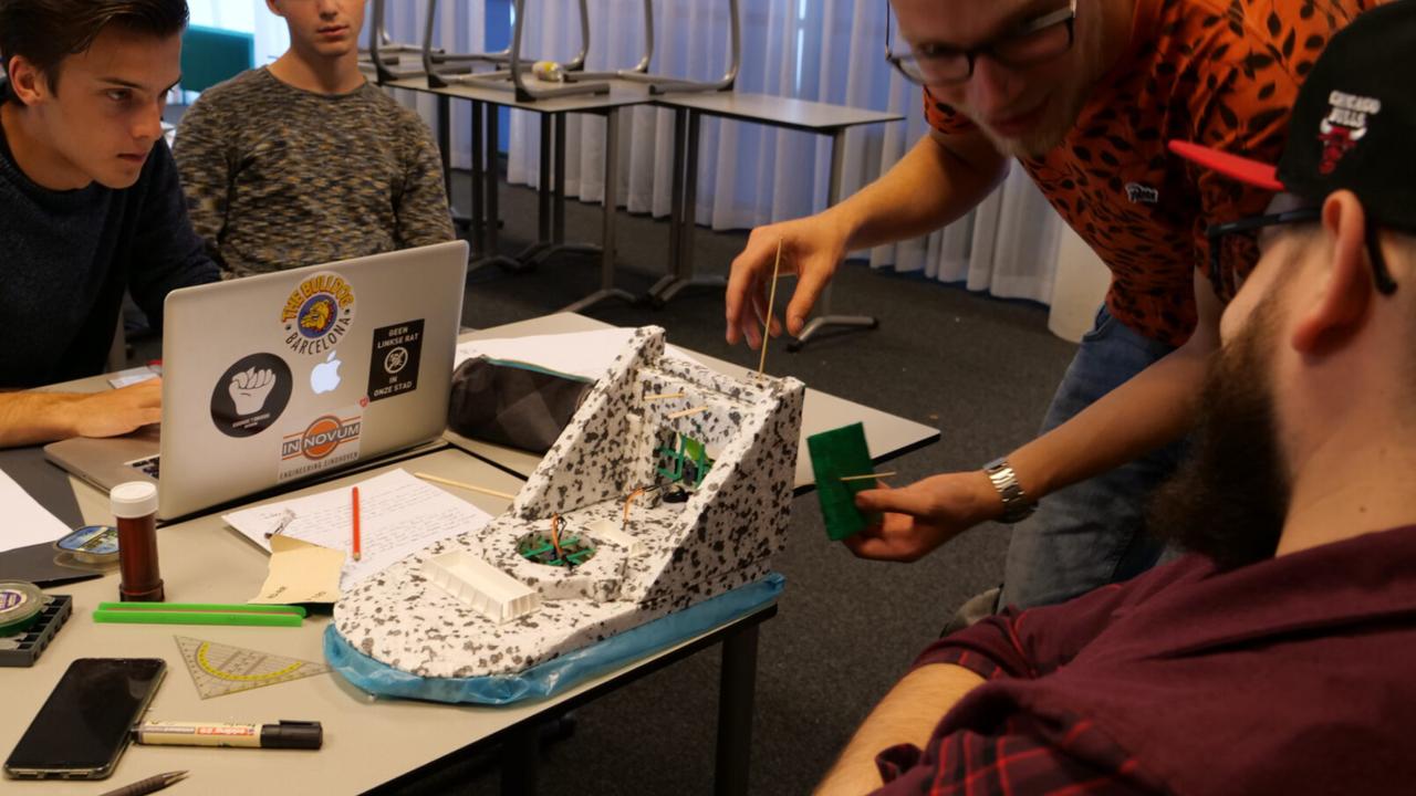 Fontys-studenten maken 'vliegende start' met hovercraftwedstrijd