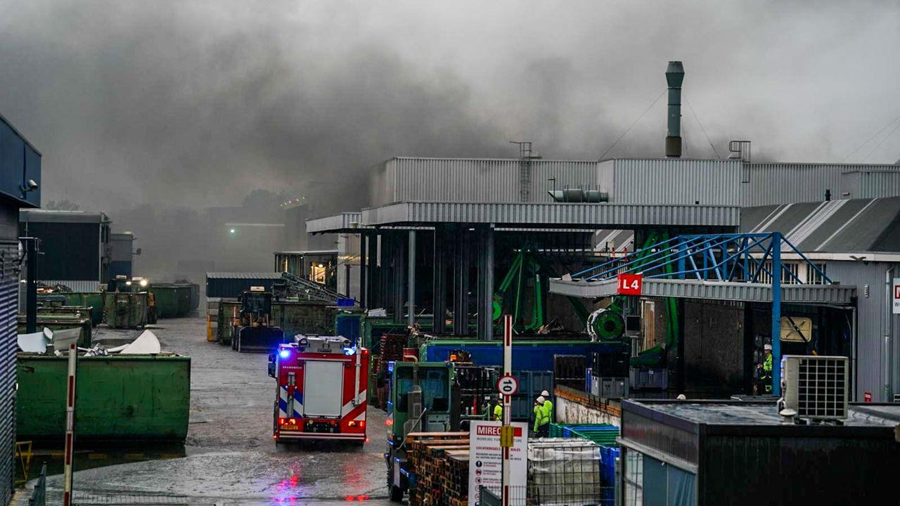 Wijk 't Ven komt in actie na vierde brand bij recyclingbedrijf binnen een jaar