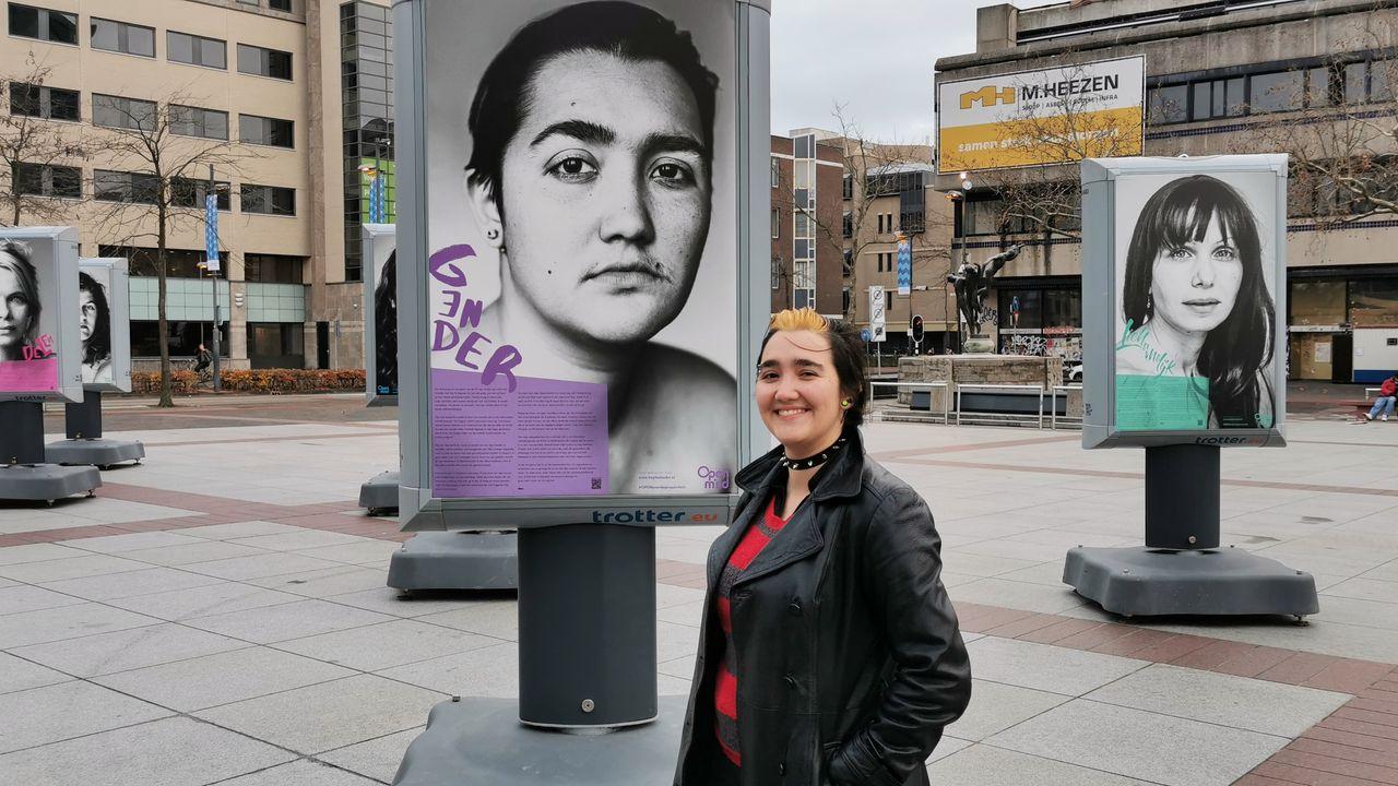 Portretten op Stadhuisplein om depressie aan te kaarten