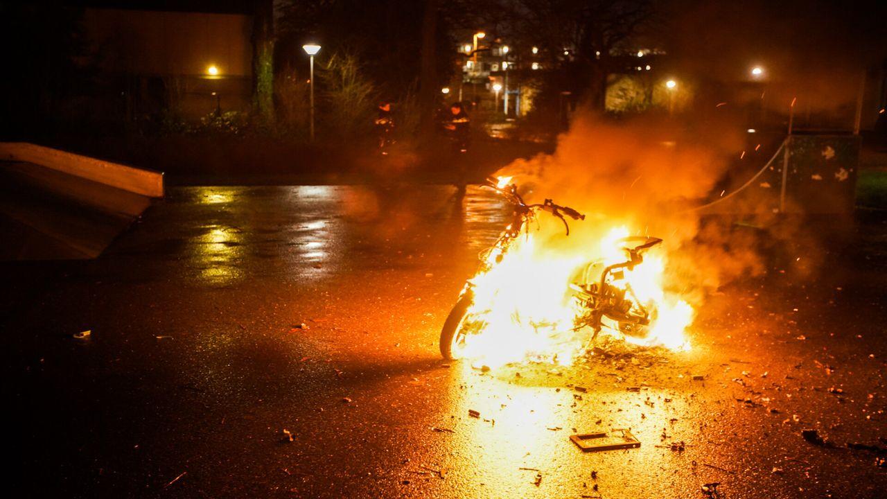 Elektrische deelscooter uitgebrand in Eindhoven