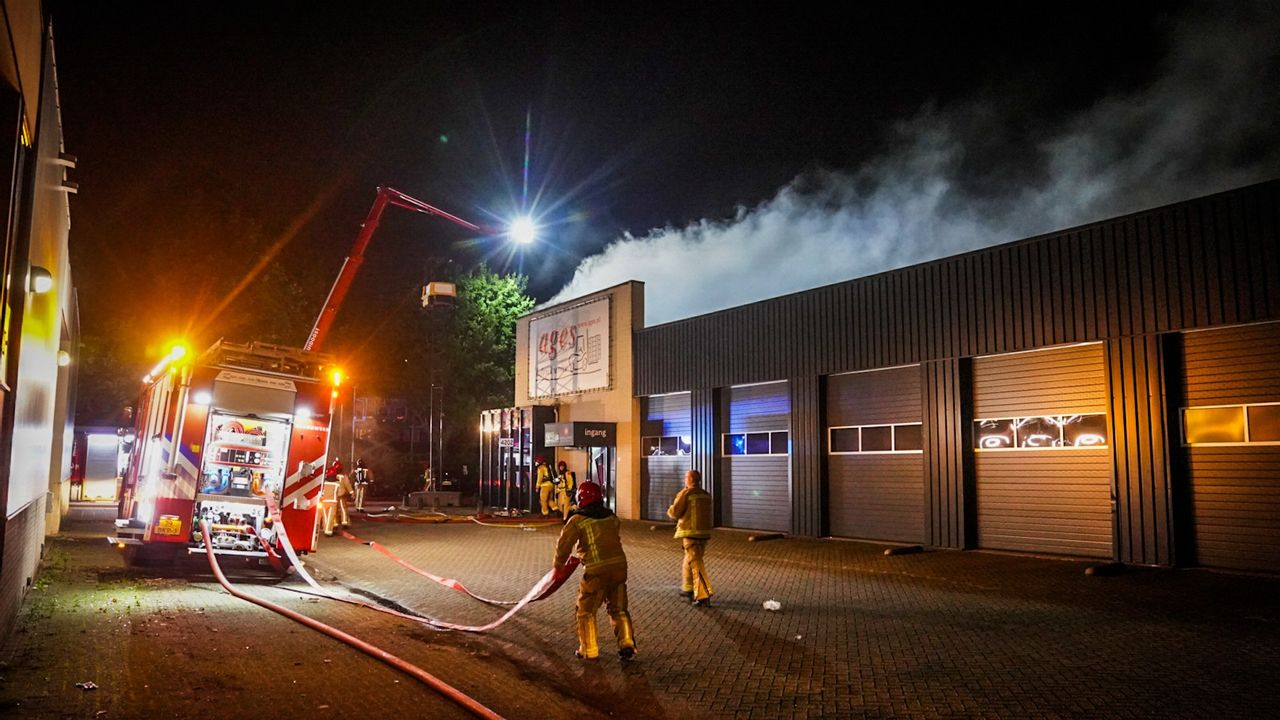 Grote brand bij opslag van batterijen op industrieterrein Woensel-Noord
