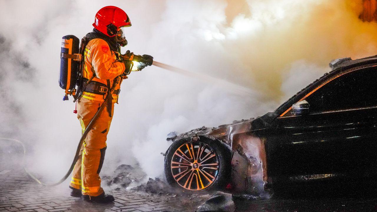 Auto brandt uit in Tongelre