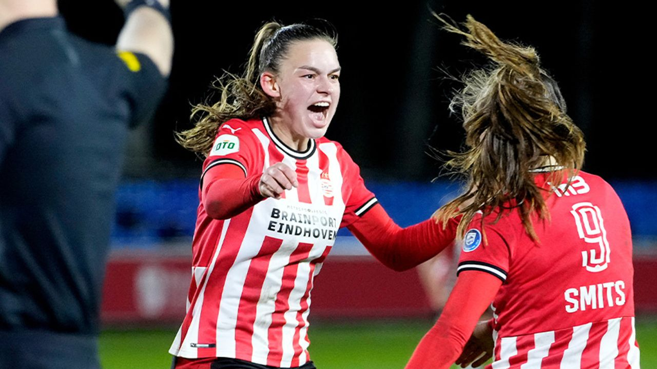 PSV Vrouwen verslaat Ajax in eerste play-off wedstrijd om landstitel