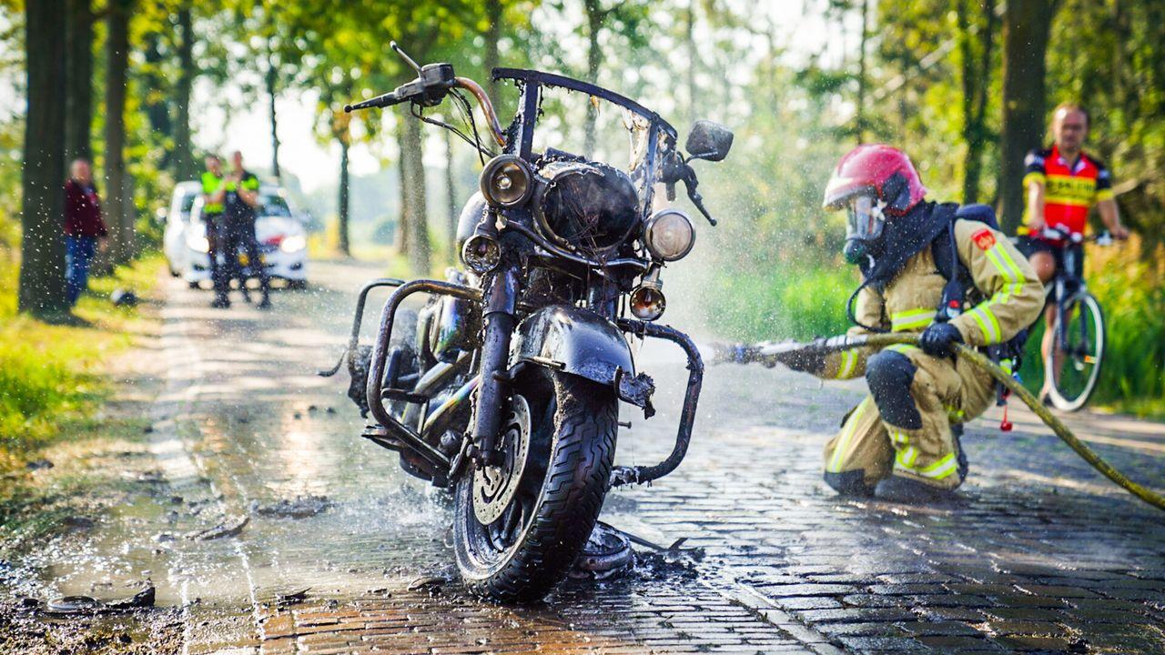 Motor vliegt in brand door benzinelek