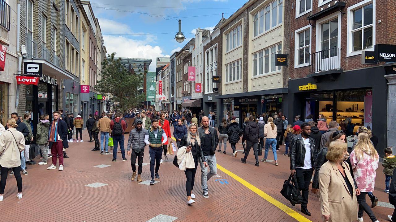 Eindhoven vraagt mensen weg te blijven uit binnenstad vanwege drukte