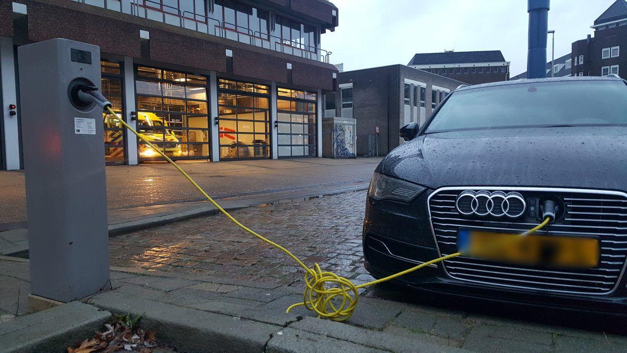 Eindhoven onderzoekt 'laadlantaarnpalen'