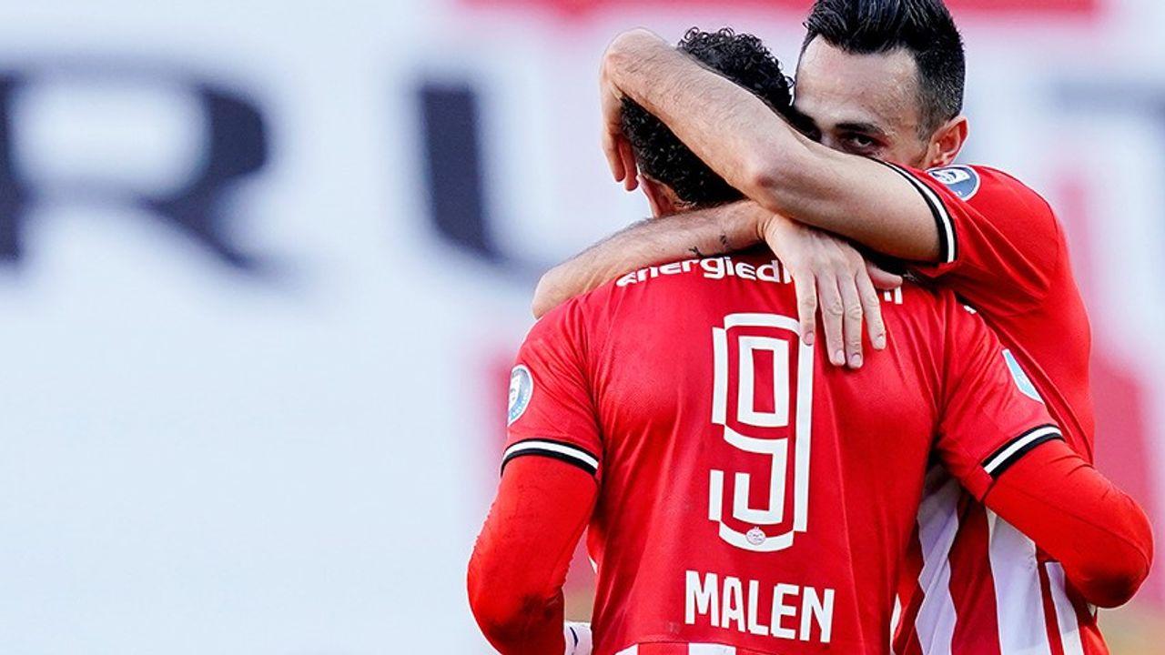Late penalty voorkomt overwinning PSV op Ajax