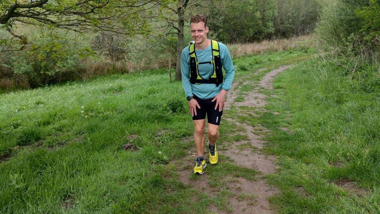 Eerbetoon aan overleden vader: Addie rent 500 kilometer in 78 uur