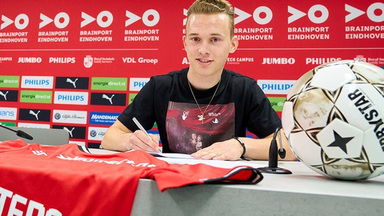 Lars Putters (17) tekent eerste profcontract bij PSV
