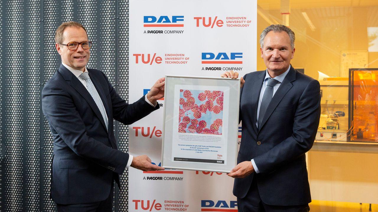 DAF doneert 'top-elektronenmicroscoop' aan TU/e