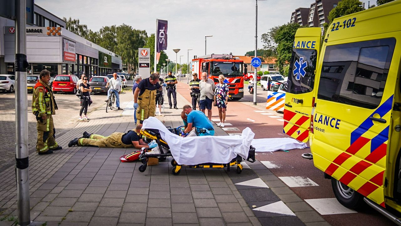 Fietsster aangereden door bestelbus in Eindhoven, zwaargewond naar ziekenhuis