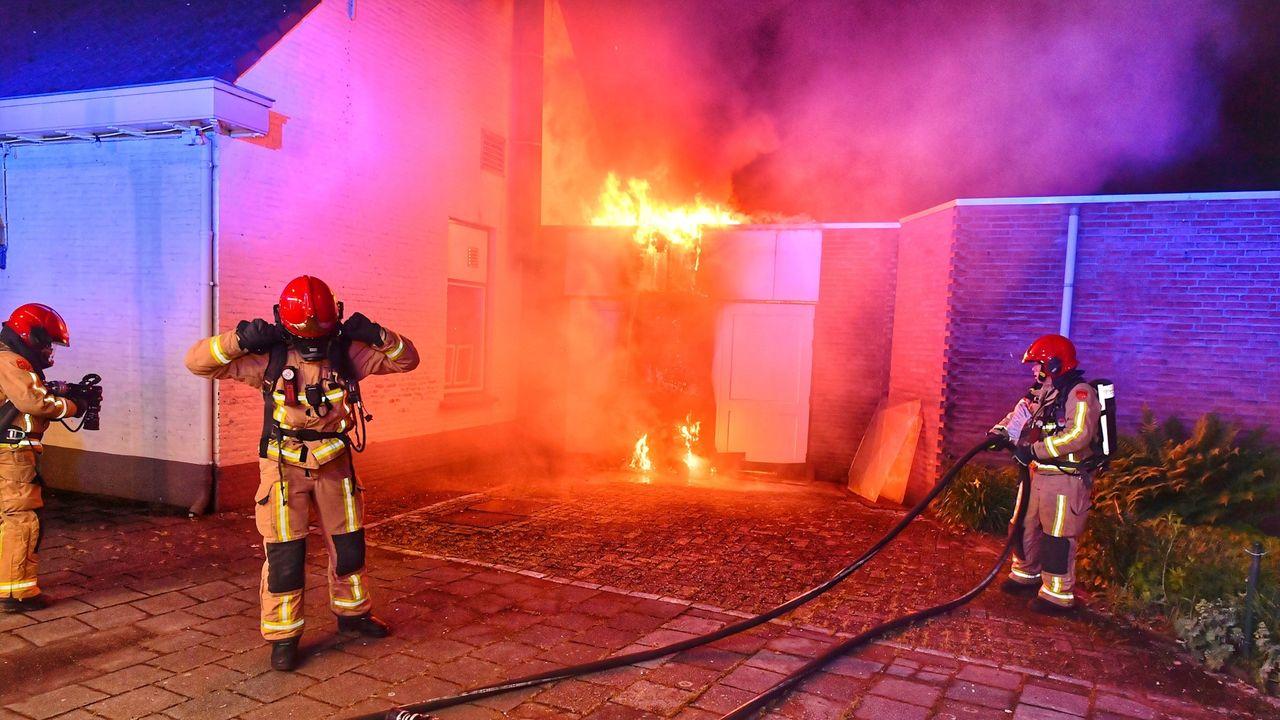 Opbergschuur van partycentrum Bommel in Valkenswaard in vlammen opgegaan