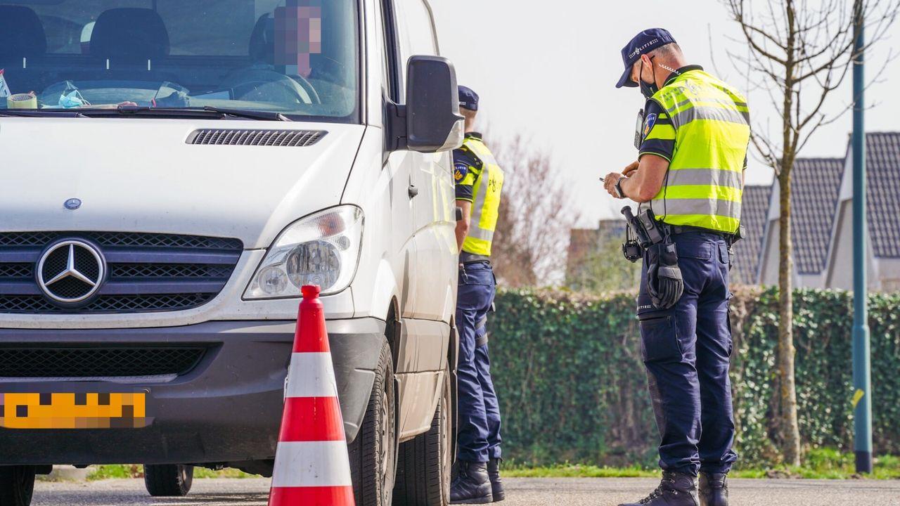 Verkeerscontrole in Geldrop: 22 boetes uitgedeeld