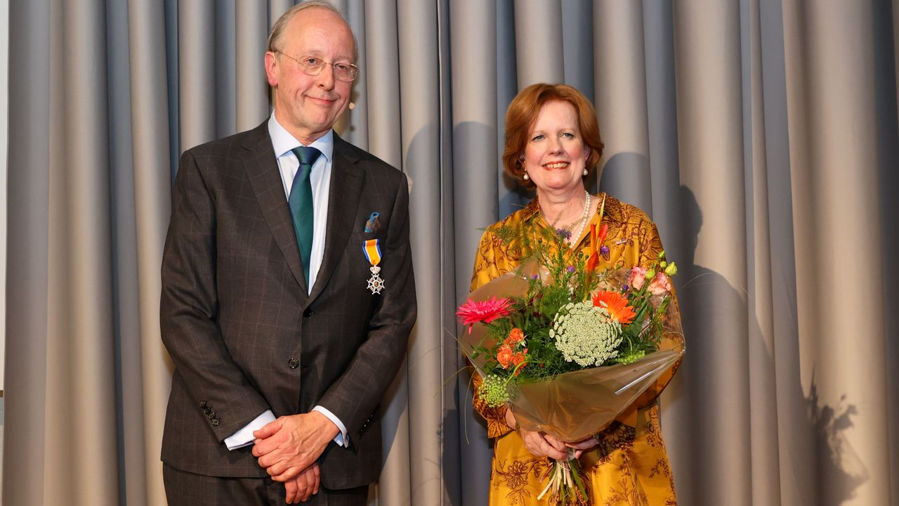 Oud-voorzitter Catharina Ziekenhuis koninklijk onderscheiden