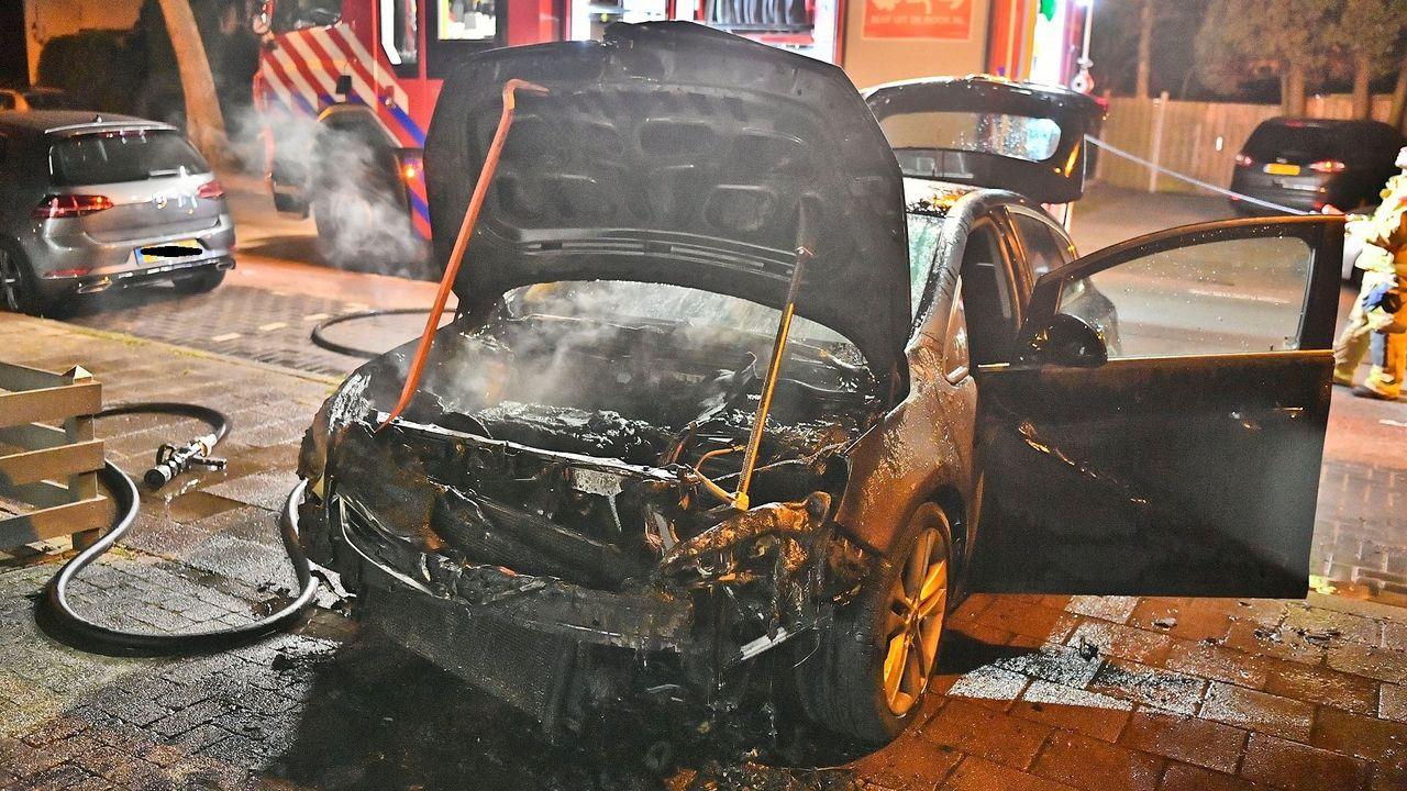 Weer autobrand op dezelfde oprit in Waalre, politie gaat uit van brandstichting