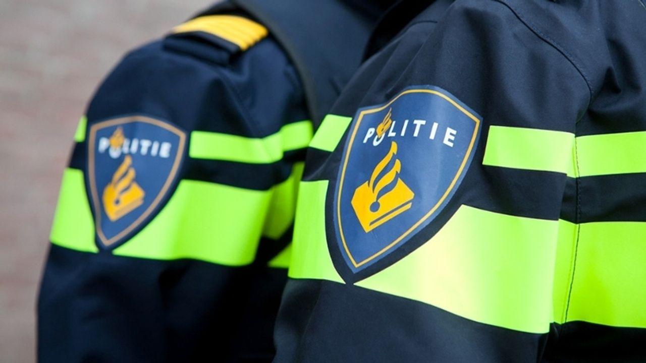 Politie vindt softdrugs en steekwapen na aanhouding