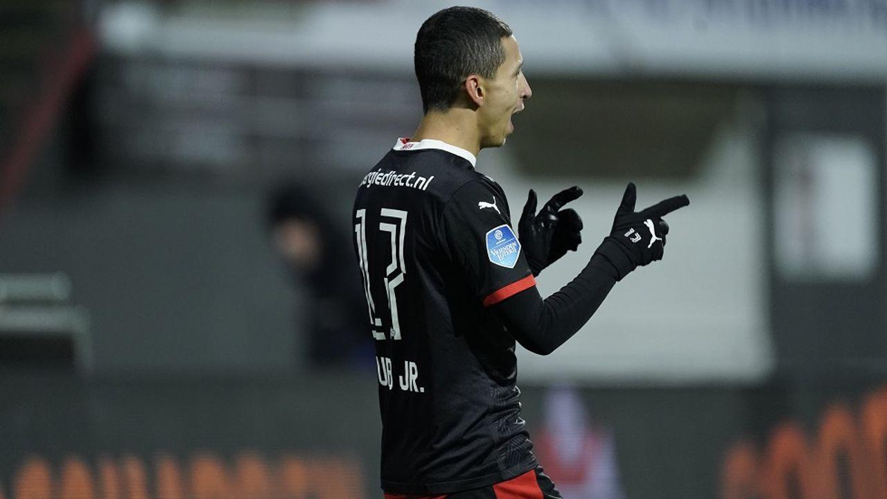 PSV pas laat langs FC Emmen
