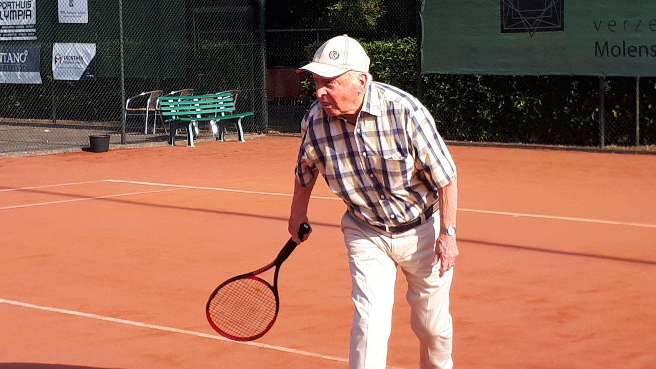 95-jarige tennisser benoemd tot erelid Waalrese tennisvereniging