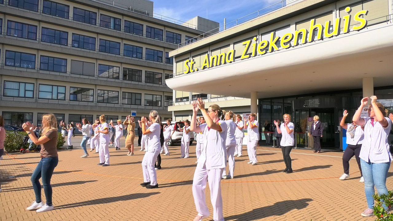 Dansend personeel bij St. Anna Ziekenhuis
