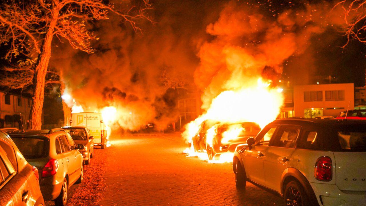 Drie auto's verwoest door brand in Geldrop