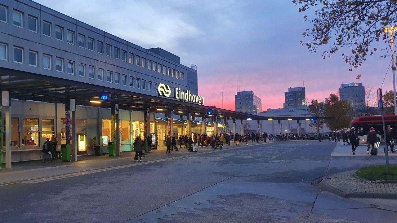 Drukte op busstation Eindhoven, deel politiek wil maatregelen