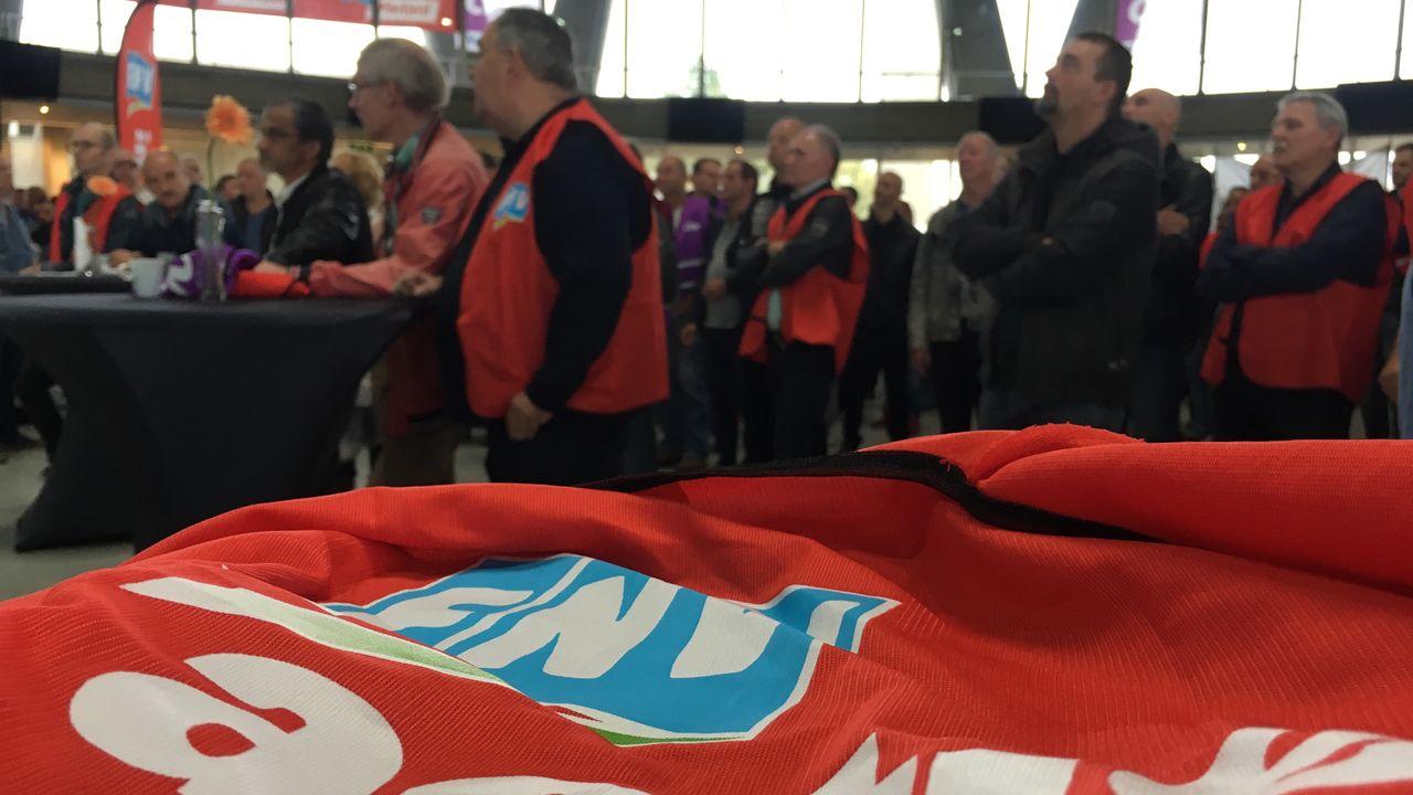 Werknemers ASML en DAF gaan staken