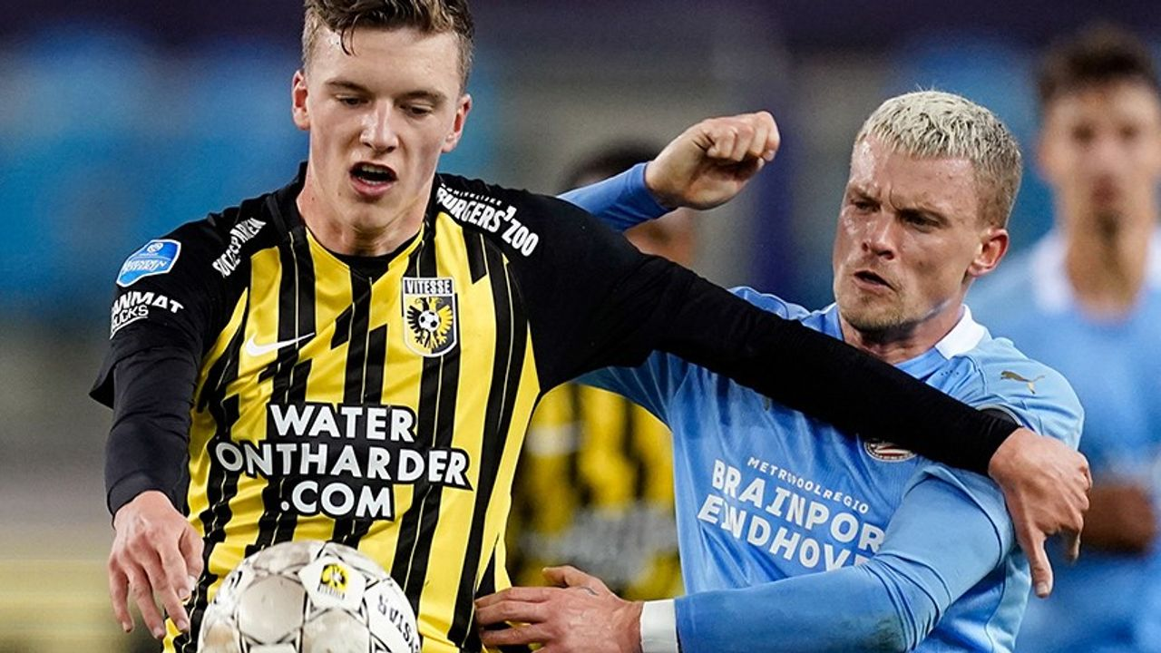 Gemankeerd PSV verliest van Vitesse