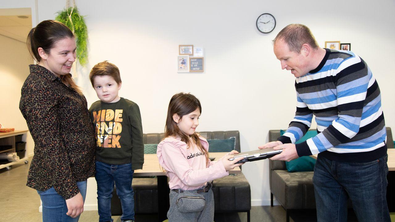 450 laptops voor kinderen in Eindhoven en Waalre